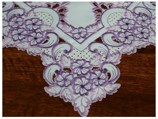 Biała serweta haftowana 85x85 cm obrus z lamówką